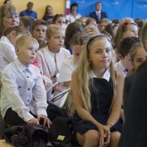 Uczniowie wrócą do szkół najwcześniej po Wielkanocy