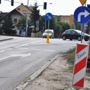 Bliskie otwarcie drogi i rozważania nad płynnością ruchu. Kontrowersje w sprawie skrzyżowania jedenastki z Kowanowską.
