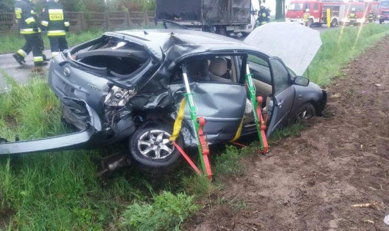 Wypadek w Pruścach. Toyota uderzyła w samochód dostawczy