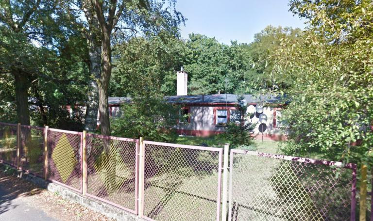 Stary barak przy szkole zostanie wyburzony
