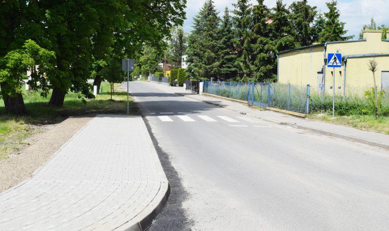 W Rożnowie przybyło nowe przejście dla pieszych, choć też i nieco kłopotu