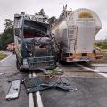Zderzenie dwóch ciężarówek na przejeździe w Tarnowie. 600 pasażerów pociągów utknęło na miejscu