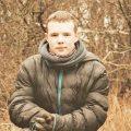 Nastoletni Karol Strzelecki odnawia zdewastowany cmentarz