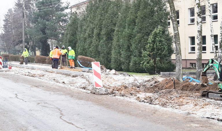 Wznowiono prace drogowe, ale na lampy trzeba poczekać