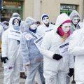 Antyszczepionkowcy przeszli przez centrum Obornik